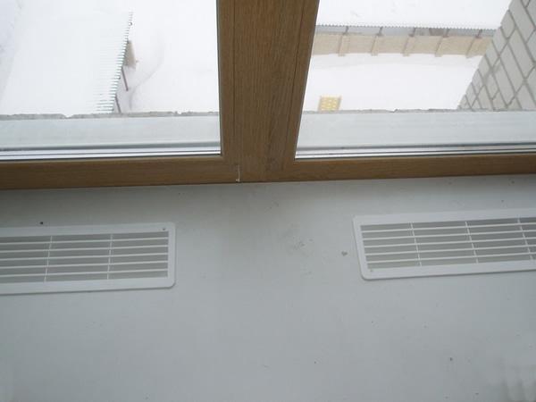Вентиляционные решетки для подоконников: принцип работы и виды