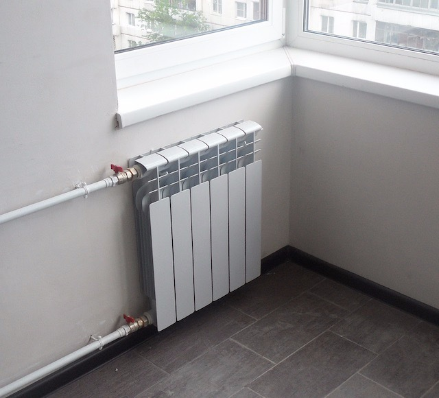 Какие радиаторы отопления лучше для квартиры: цена изделий