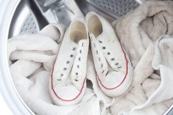 Как стирать кроссовки в стиральной машине: полезные советы