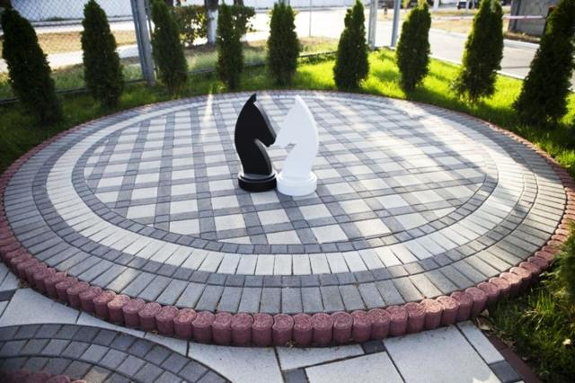 Видео укладки тротуарной плитки своими руками: пошаговая инструкция