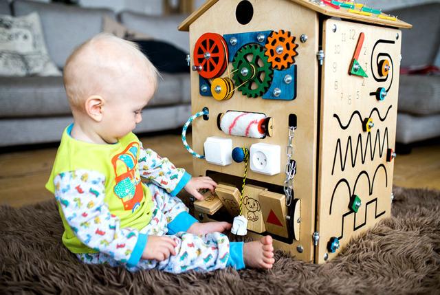 Бизиборд своими руками: как помочь ребенку познать природу вещей