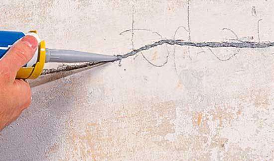 Грунтовка для стен под обои: выбор, виды, этапы нанесения