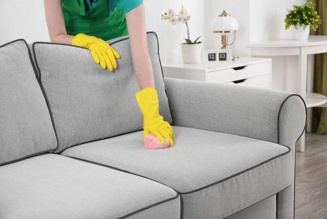 Как почистить диван от пятен без разводов: обзор средств