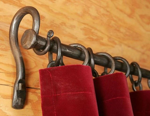 Как красиво повесить шторы: особенности и секреты
