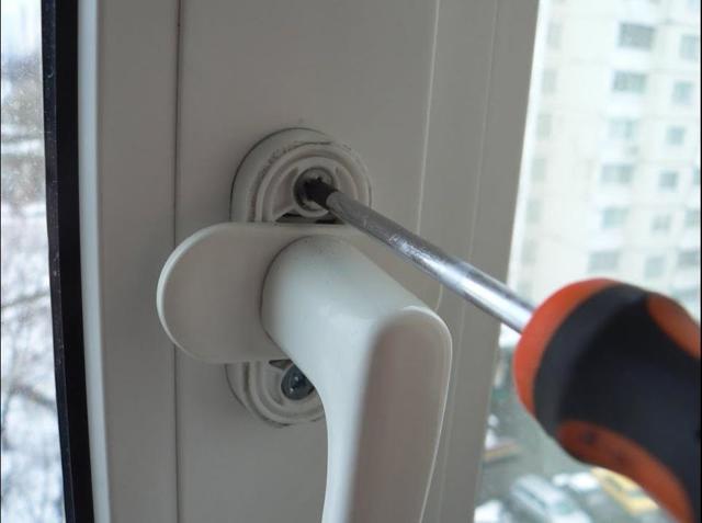 Как отрегулировать балконную пластиковую дверь самостоятельно