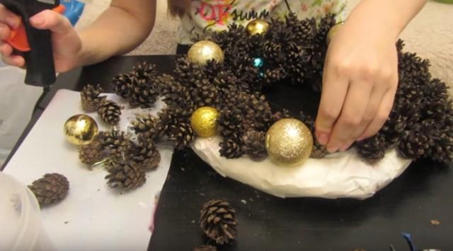 Как сделать новогодний венок своими руками: идеи, способы, декор