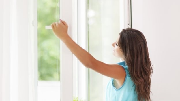 Как увлажнить воздух в комнате без увлажнителя: простые способы