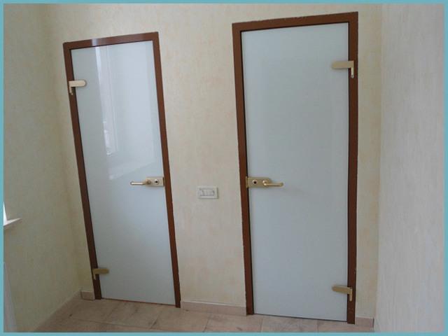 Двери для ванной и туалета: алгоритм правильного выбора