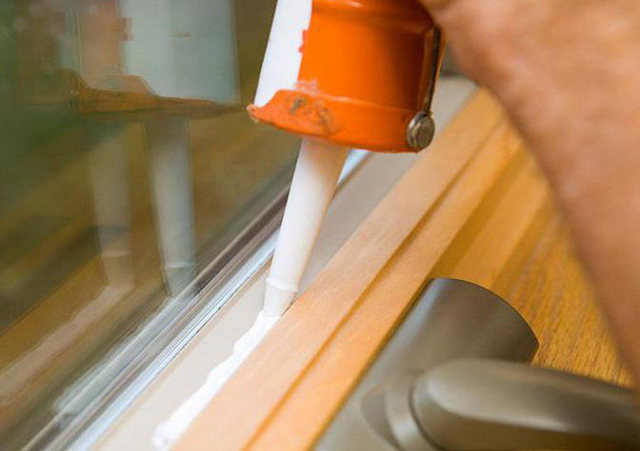 Как утеплить деревянные окна на зиму: проверенные способы