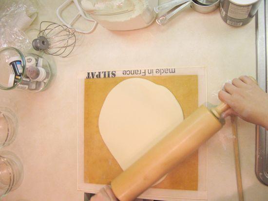 Новогодние поделки из соленого теста: руководство по лепке