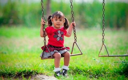 Качели детские уличные для дачи: виды, материалы, изготовление