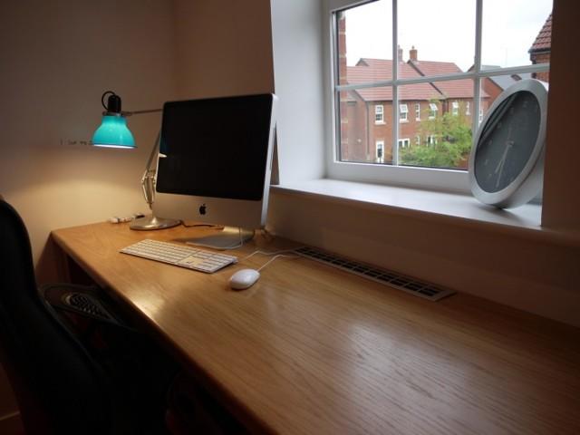 Угловой компьютерный стол: выбираем подходящий вариант
