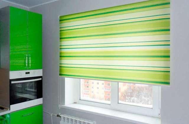Рулонные шторы на пластиковые окна без сверления: технология!