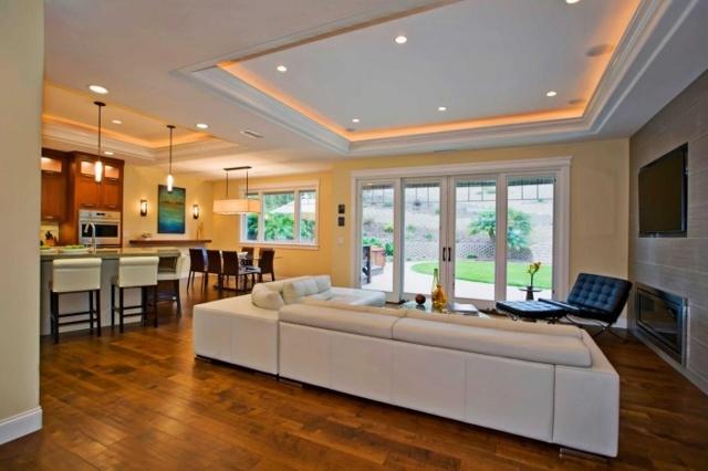 Натяжные потолки для зала: фото, виды потолков, выбор освещения и стиля
