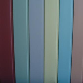 Отделка потолка пластиковыми панелями: выбор и монтаж