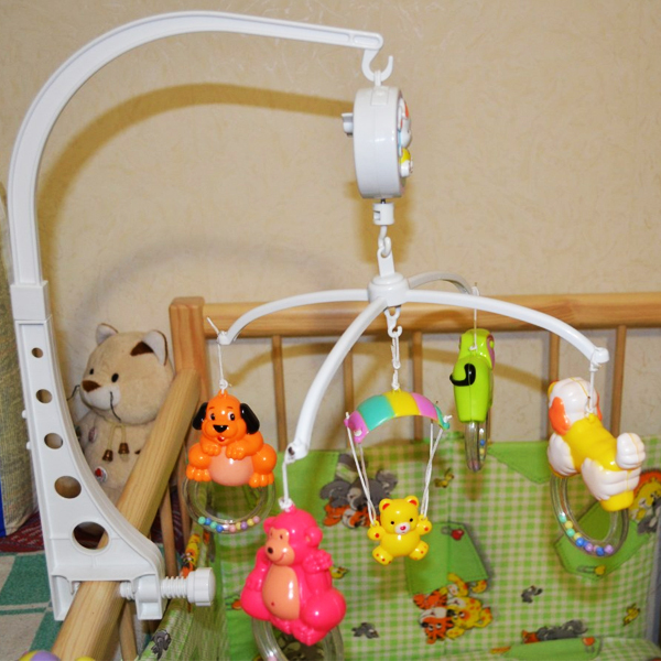 Мобиль на кроватку для новорождённых: успокоим и отвлечём малыша