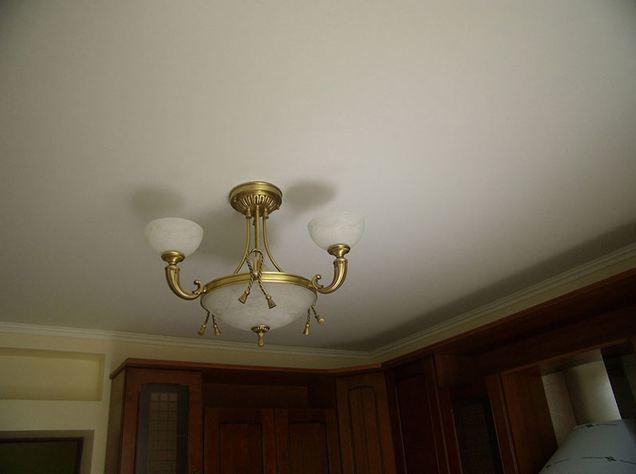 Матовые натяжные потолки: разновидности, материал, интерьер, монтаж