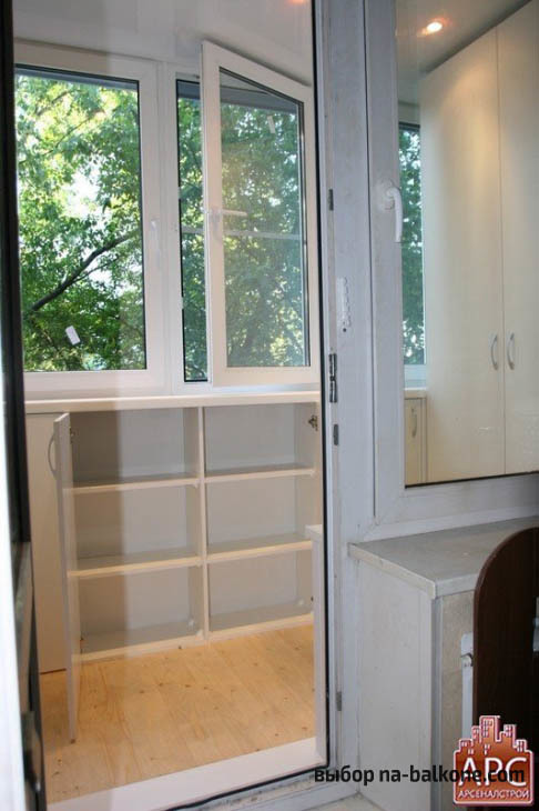 Шкаф на балкон: материал, конфигурация, установка и интерьер на балконе и лоджии.