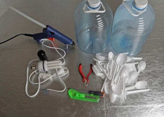 Люстра своими руками: креативные и простые из пластика, стекла и подручного материала