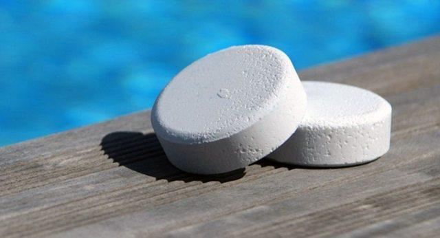 Таблетки в бассейн для дезинфекции воды: разновидности таблеток и их действие