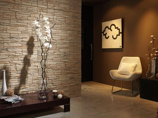 Отделка прихожей декоративным камнем и обоями: фото
