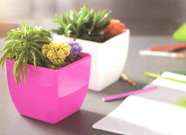 Кованые подставки для цветов: виды, достоинства, недостатки, интерьер