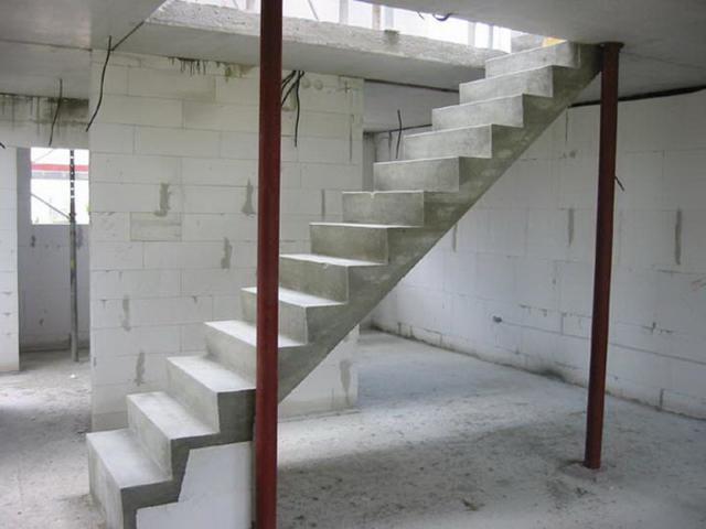 Лестницы на второй этаж на металлическом каркасе: в чем преимущества?